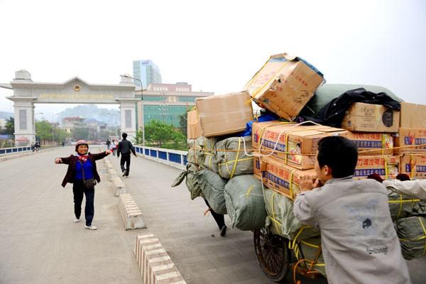 Làm sao để Việt Nam không phải nhập cả tăm tre và ô mai từ Trung Quốc?