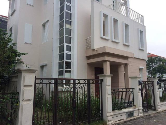 Những căn biệt thự tiền tỷ ở Bắc An Khánh, cắt lỗ cũng tiền tỷ. Ảnh: Kiều Thuật