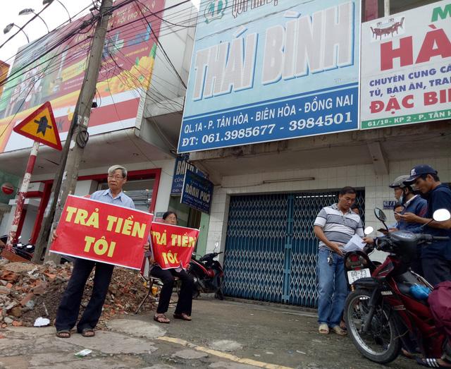 Đồng Nai: Hàng chục người dân kéo đến trụ sở Quỹ tín dụng nhân dân để đòi tiền