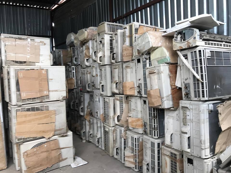 """TP.HCM: Phát hiện lô hàng cấm nhập khẩu """"ẩn mình"""" trong khu dân cư"""