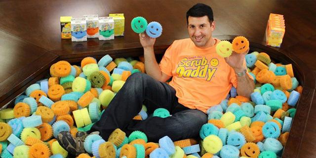 Ông Aaron Krause, CEO của Scrub Daddy và miếng bọt biển cọ rửa thần kỳ. (Nguồn: yourstory.com)