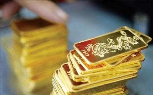 Chiều nay 30/11, giá vàng SJC được doanh nghiệp điều chỉnh giảm 50.000 đồng/lượng, nhưng vẫn cao hơn giá vàng thế giới 1,2 triệu đồng/lượng.
