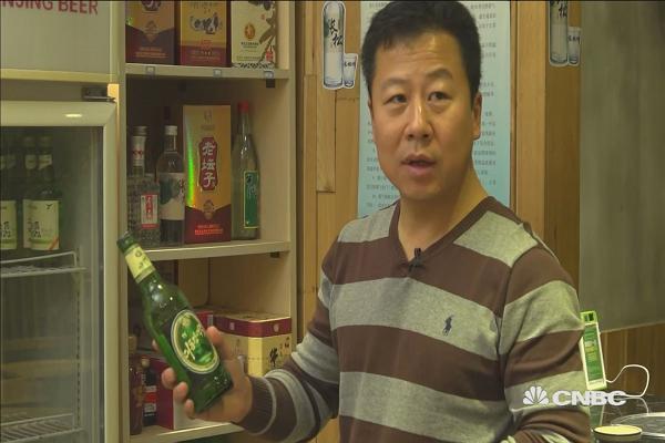 Một vỏ bia của Triều Tiên tại nhà hàng Trung Quốc. (Nguồn: Daisy Cherry | CNBC)