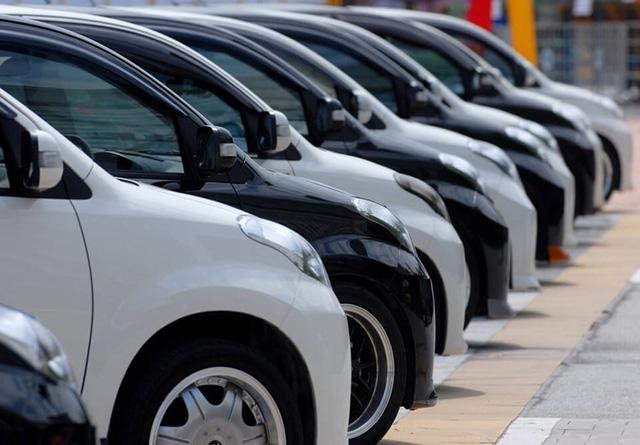 Xe nhập mới khan hiếm, cũng tạo điều kiện cho xe cũ tăng giá.