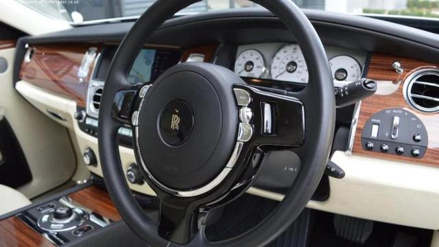 Chiếc biển hiệu GO07DEN được bán cùng với chiếc xe có giá 8.000 bảng Anh. (Nguồn: AT)
