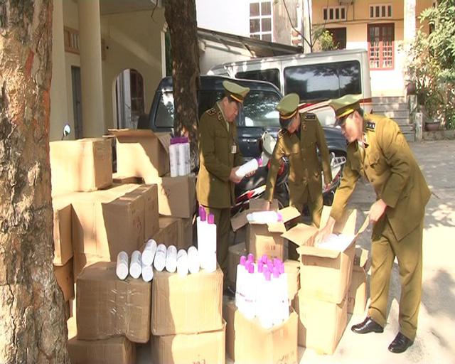 Bắt giữ ô tô khách chở 50 thùng mỹ phẩm nhập lậu