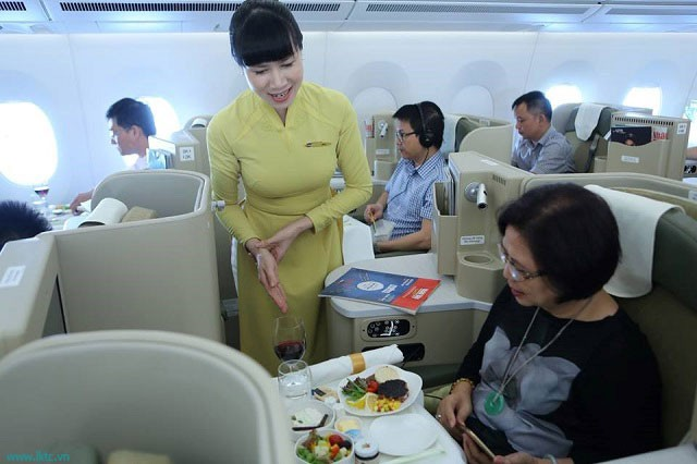 Bộ Giao thông tính bán suất ăn máy bay tối đa 100.000 đồng/suất/chuyến