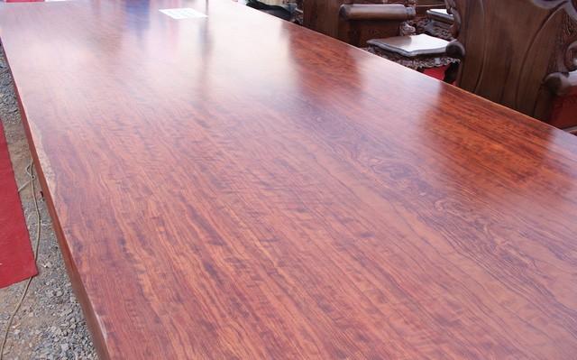 Đại gia cầu kỳ giường ghế: Sập gỗ cẩm trăm tuổi, bàn ghế