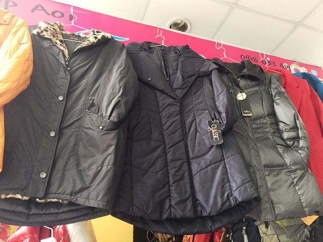 Quần áo mùa đông đa dạng về chủng loại.