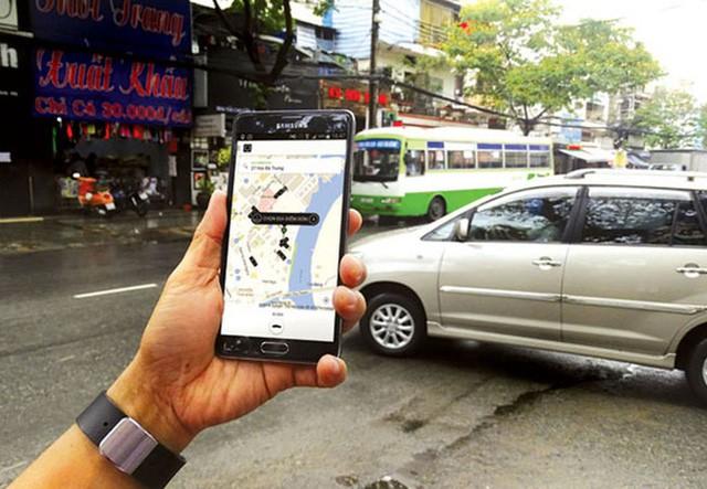 """Uber Grab đã """"khai tử"""" hơn 3.000 xe taxi truyền thống tại Sài Gòn"""