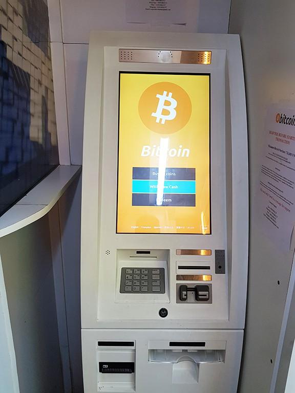 Nhiều khách nước ngoài cũng tham gia mua bán Bitcoin tại các ATM Bitcoin.