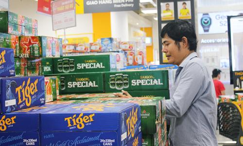 Các chuyên gia ngành đồ uống dự báo, giá mặt hàng bia khó tăng đột biến dịp Tết 2018. Ảnh: Phương Đông