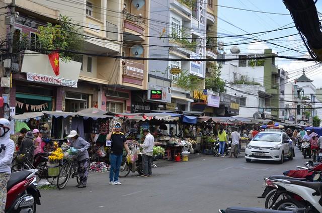 TPHCM không còn chợ tạm ở khu trung tâm