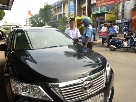 Lực lượng thanh tra giao thông TPHCM xử phạt taixi công nghệ vi phạm