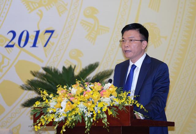 Bộ trưởng Bộ Tư pháp Lê Thành Long báo cáo tại Hội nghị trực tuyến của Chính phủ với các địa phương. Ảnh: VGP/Quang Hiếu