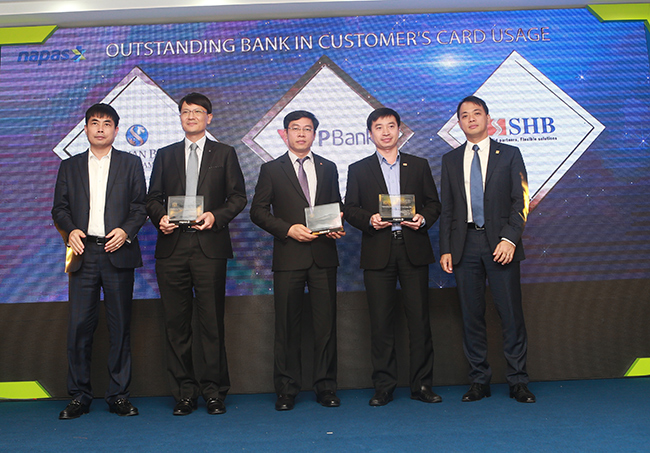 Khách hàng sử dụng thẻ ATM của TPBank năng động nhất mạng lưới Napas