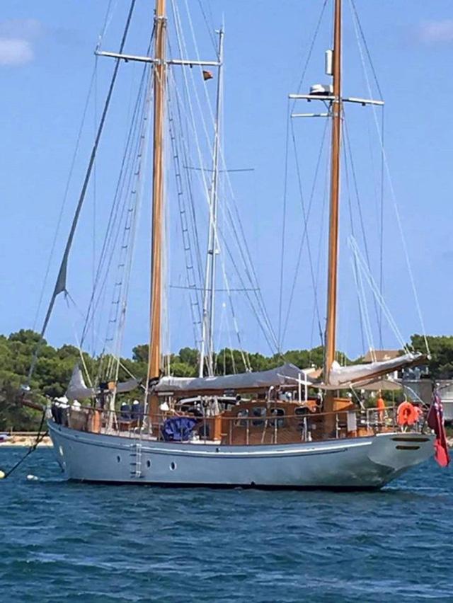 Chiếc du thuyền Yves Christian được cặp vợ chồng mua với giá 200.000 bảng Anh hồi năm ngoái. (Nguồn: North News and Pictures)