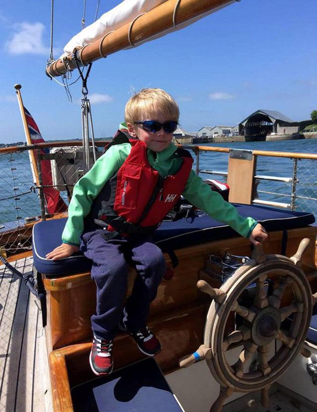 Những đứa trẻ thích cuộc sống lênh đênh trên biển. (Nguồn: North News and Pictures)