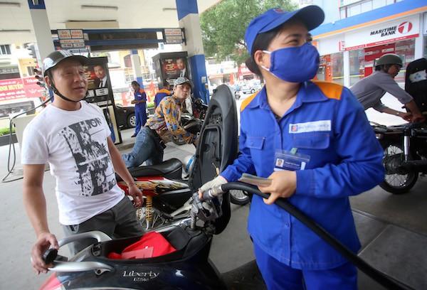 Giữ ổn định với giá xăng, chỉ tăng nhẹ giá dầu