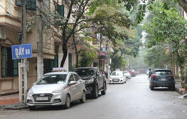 Tại khu Đầm Trấu , phường Bạch Đằng), nhiều xe vào đỗ từ sáng đến tối.