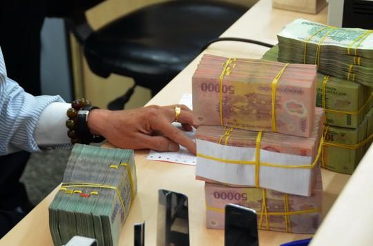Lợi nhuận tăng đột biến, ngân hàng lãi