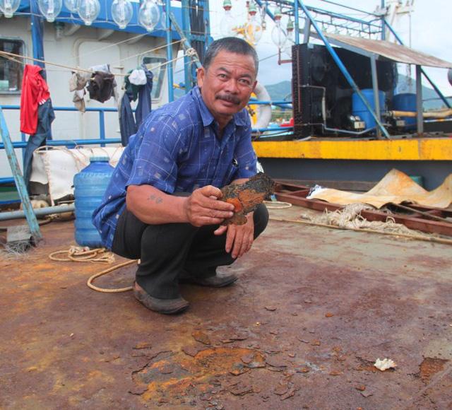 Tàu vỏ thép của ông Lý bị rỉ sét nghiêm trọng sau khi hạ thủy không lâu, trong khi phía Công ty Đại Nguyên Dương hỗ trợ đền bù không thỏa đáng.