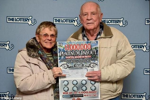 Cặp vợ chồng may mắn Robert Goodwin và Jane Goodwin (Ảnh: Mass Lottery)