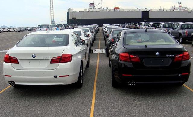 Trả về Đức 600 xe BMW phơi nắng mưa 1 năm tại cảng Việt Nam
