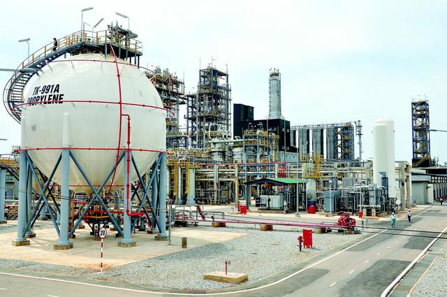 Dự án nâng cấp mở rộng nhà máy lọc dầu Dung Quất, công tác đền bù và giải phóng mặt bằng đã chậm 19 tháng so với kế hoạch.