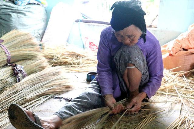 Quảng Nam: Những làng chổi chạy đua với mùa Tết