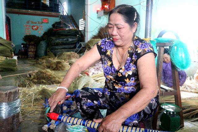 Nghề làm chổi trở thành nghề mang lại kế sinh nhai, giúp họ cải thiện cuộc sống