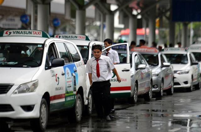 Gánh nhiều chi phí, taxi truyền thống buộc phải lấy giá cước đắt hơn