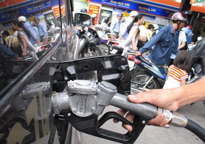 Các đầu mối xăng dầu hưởng lợi hơn 4.700 tỷ đồng vì chênh lệch thuế. (Ảnh: minh hoạ)