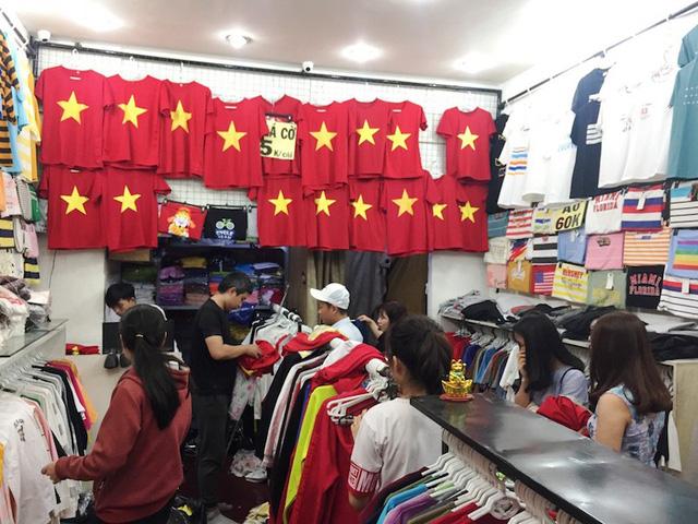 Bán áo, cờ cổ vũ U23 Việt Nam: Nơi