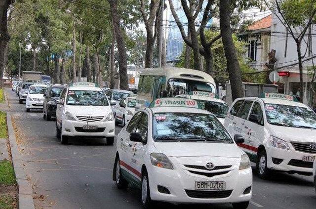 """Lợi nhuận lao dốc, """"ông lớn"""" taxi Vinasun sa thải 9.500 người và đâm đơn kiện đối thủ"""