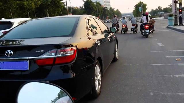 Bán lại hoặc cho tặng xe hơi sẽ không phải báo cáo văn bản với cơ quan công an như trước kia.