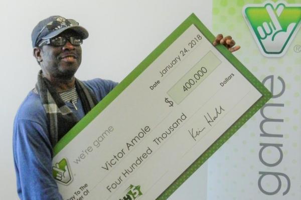 Victor Amole thắng giải xổ số hơn 9 tỷ nhờ dãy số trong mơ. Ảnh: Dailymail