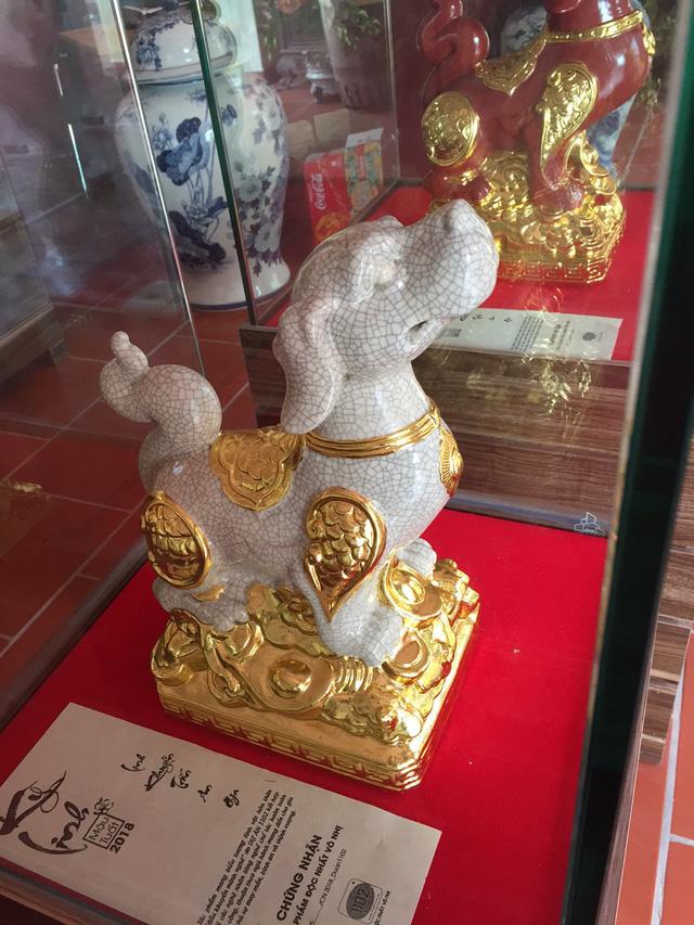 Tượng chó dát vàng, giá cao ngất ngưởng ngày vẫn bán cả trăm con