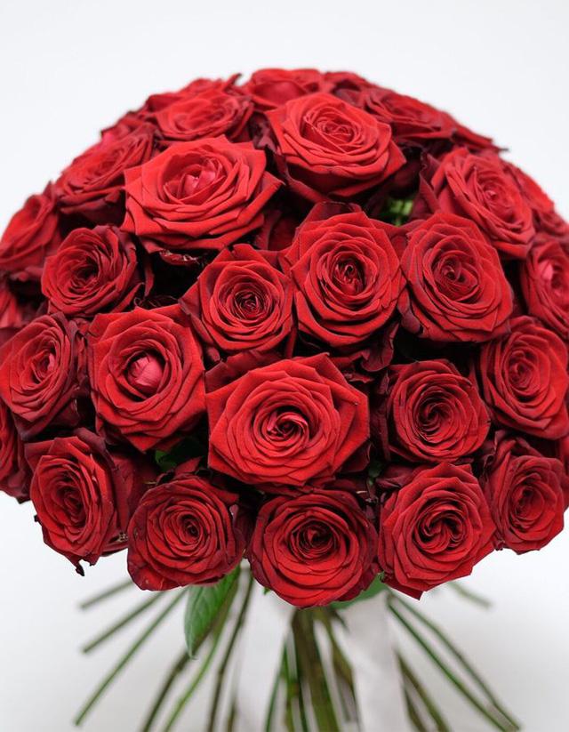 Một trong những bó hoa nằm trong bộ sưu tập Mon Amour được tạo thành từ 50 bông hồng Naomi. (Nguồn: ORCHIDYA LONDON)