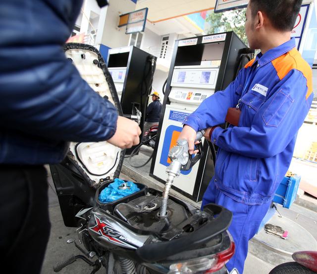 Bộ Tài chính dự kiến hoàn thuế tiêu thụ đặc biệt cho doanh nghiệp bán xăng E5