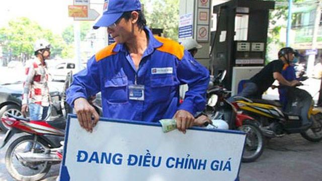 Đây là lần đầu tiên trong năm 2018, giá bán lẻ xăng dầu được điều chỉnh đồng loạt giảm.