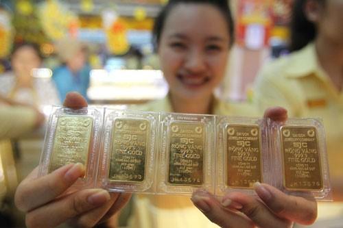 Khi mua vàng miếng thì phải yêu cầu cửa hàng ghi số seri