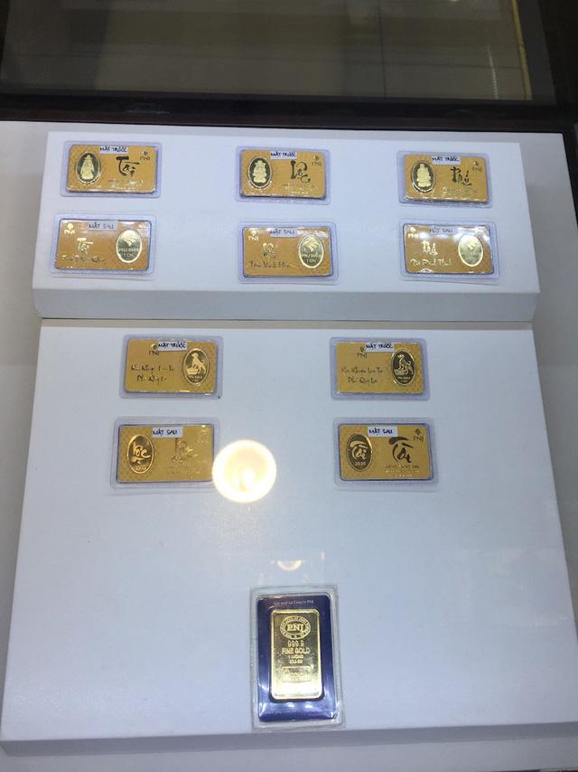 Tiền Bitcoin xuất hiện trong ngày Vía Thần Tài