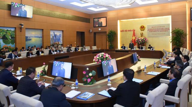 Cuộc làm việc với Chính phủ được đoàn Giám sát của Quốc hội thực hiện sau khi thực hiện giám sát tại 8 tỉnh thành, 5 Bộ, 8 tập đoàn, TCty nhà nước