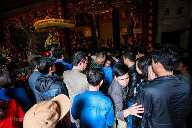 Kho bạc Nhà nước cho biết có 7 người là lãnh đạo và công chức Kho bạc Nhà nước thành phố Nam Định đi lễ tại Đền Trần, phường Lộc Vượng, thành phố Nam Định. (Ảnh minh hoạ).