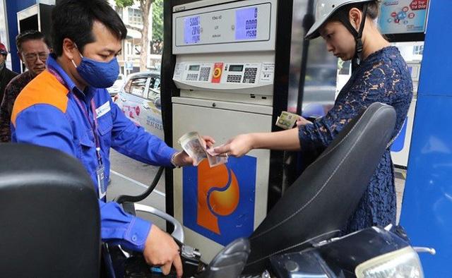 Tăng thuế đối với xăng dầu: Đừng vì chi kém hiệu quả mà tăng thu, người dân