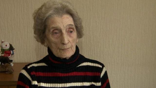 Bà Burton kiên quyết không bán mảnh vườn cho nhà thầu đang thi công dự án. (Nguồn: TS)