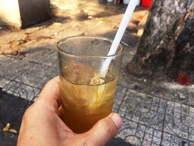 Một ly nước sâm giá 8.000 đồng ở đường Lê Hồng Phong (quận 5).