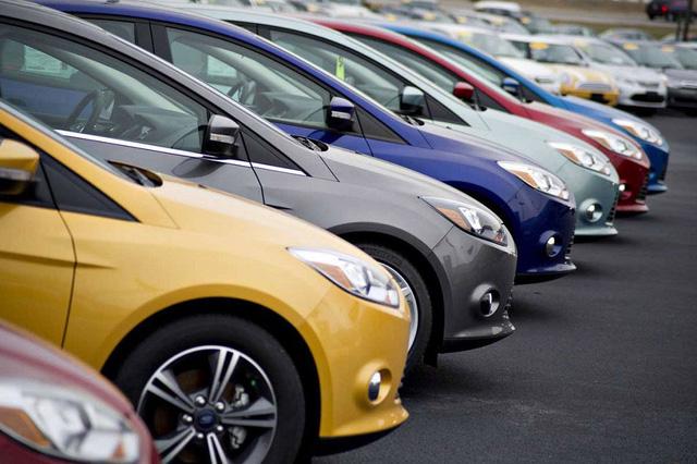 Ô tô nhập giảm 200 triệu đồng, xe nội chuẩn bị cú