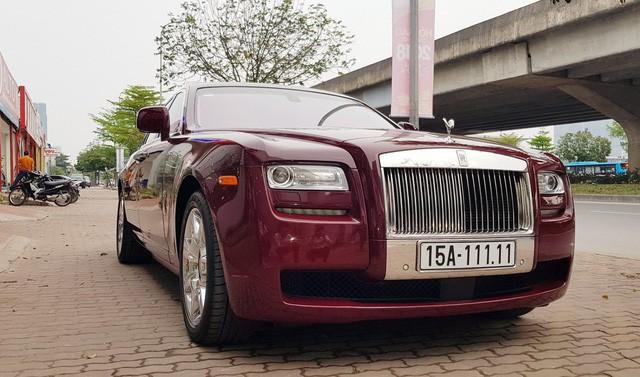 Chiếc xe siêu sang này hiện đang được trưng bày tại một showroom kinh doanh xe sang nằm trên đường Phạm Hùng, Hà Nội.